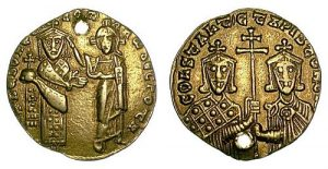 Gold nomisma of Romanos I Lekapenos (920-944) with Constantine VII Porphyrogennetos, showing Christ blessing Romanos.